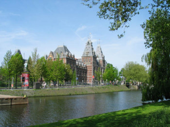 museum_rijksmuseum_canal_view_wide